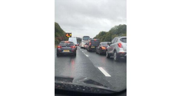 There are severe delays of 25 minutes on the M3 southbound