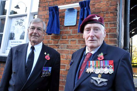 Ian Williams, of Basingstoke Heritage Society, with Sergeant Jim Beasant, 89, from Kingsclere, a former member of the 13th Parachute Battalion, in front of the plaque