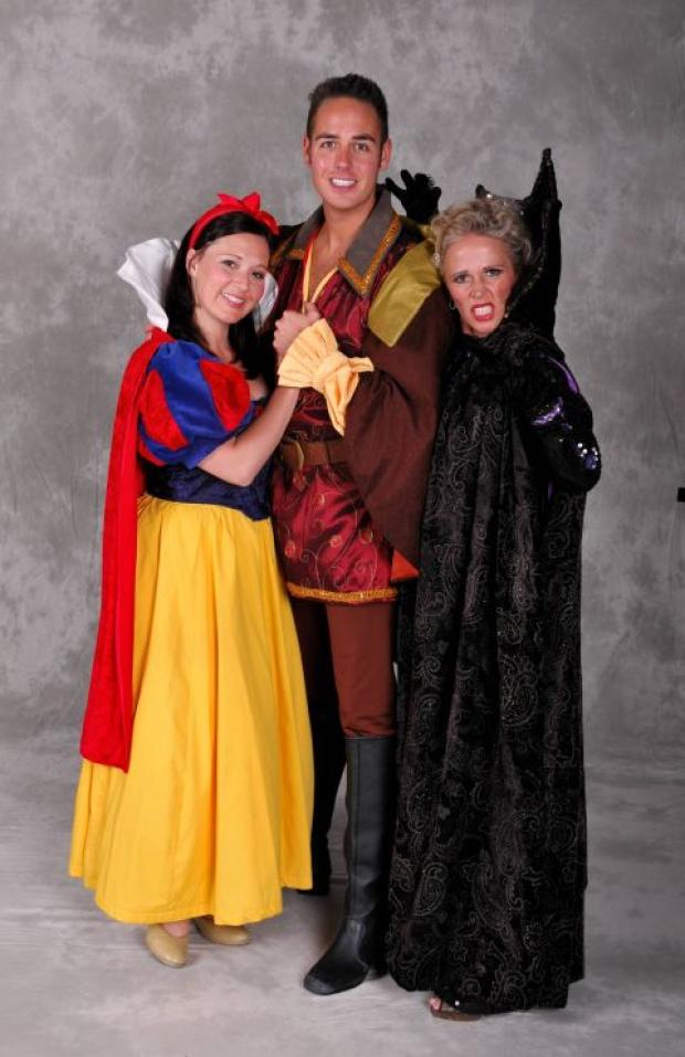 Basingstoke Gazette: Sarah Day, as Snow White, Luke Roberts, as The Prince, and Lucy Benjamin, as The Wicked Queen