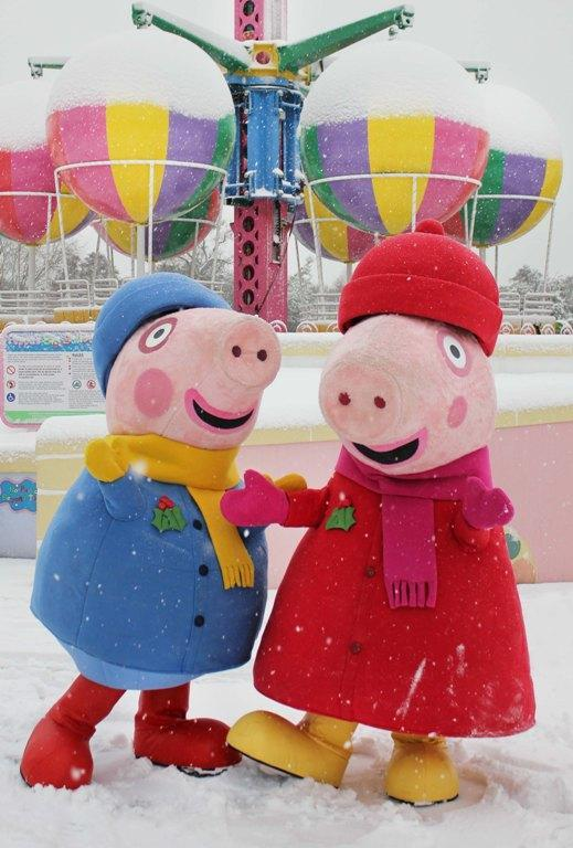 Basingstoke Gazette: Peppa Pig and George enjoy the snow at Paultons Park