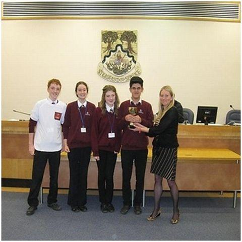 Basingstoke Gazette: Nina Muir presents the winning team with trophy