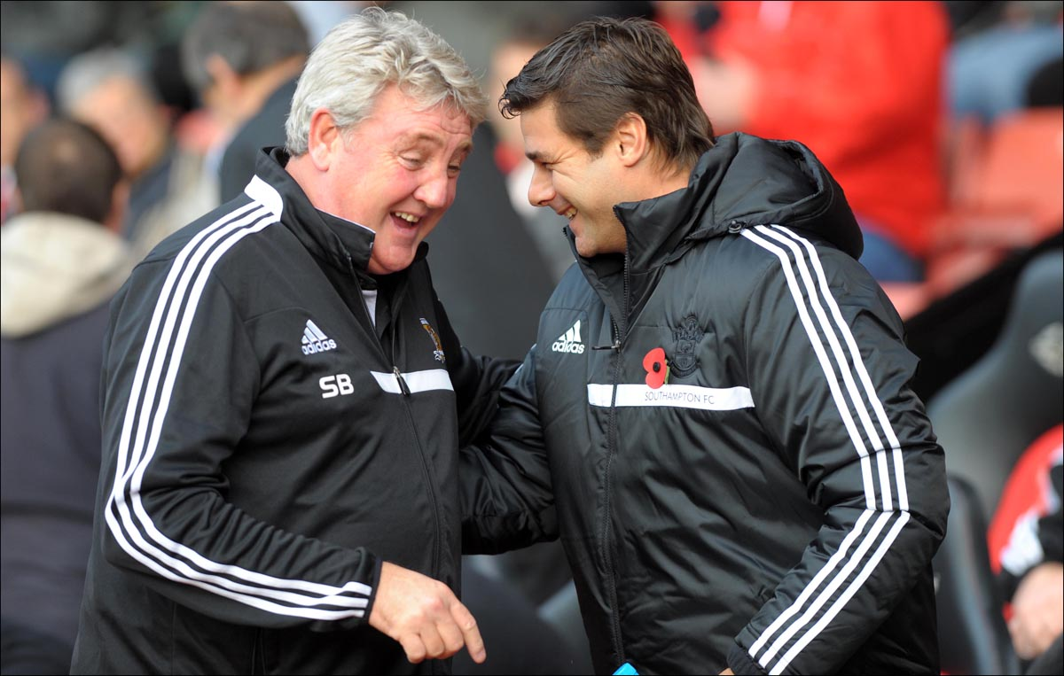 Mauricio Pochettino with Hull boss Steve Bruce