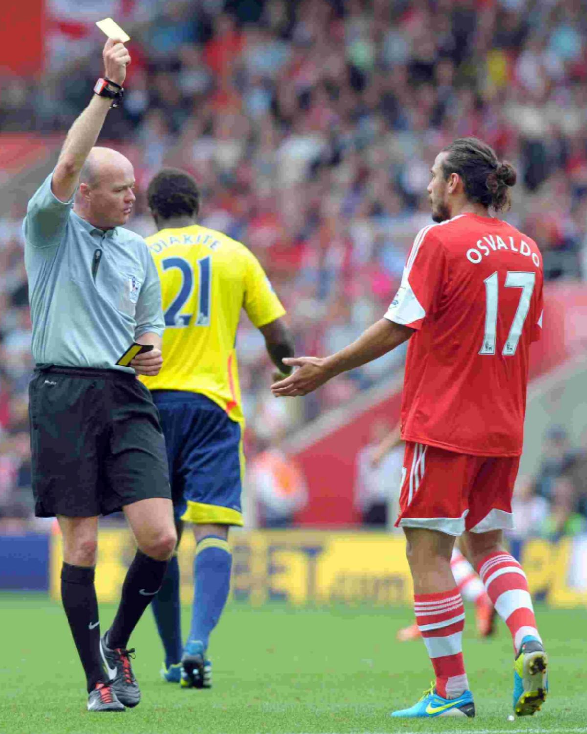 Dani Osvaldo picks up a booking