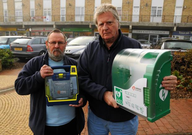 Roger Sutton and Terry Cheesman, from Hook and Odiham Lions, with the defibrillator