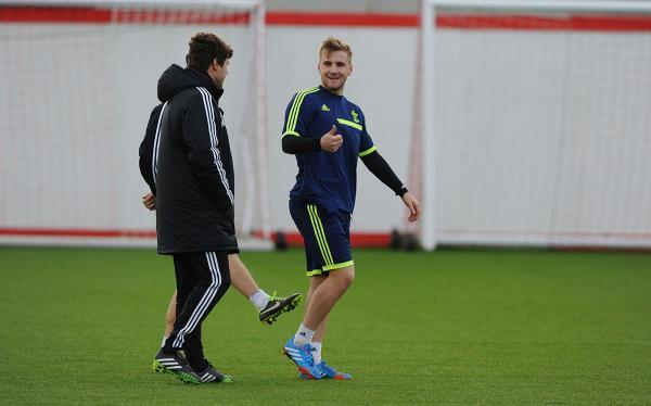 Basingstoke Gazette: Luke Shaw at training with Mauricio Pochettino