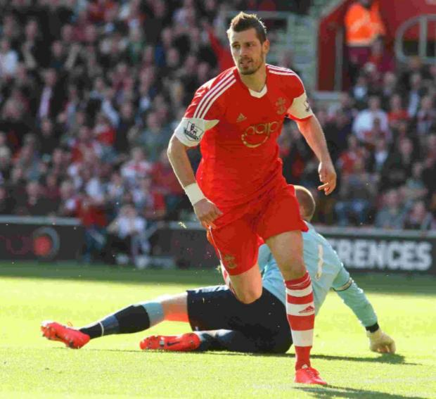Schneiderlin holds Koeman talks