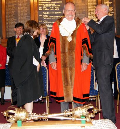 Romsey's new mayor Peter Hurst receives his