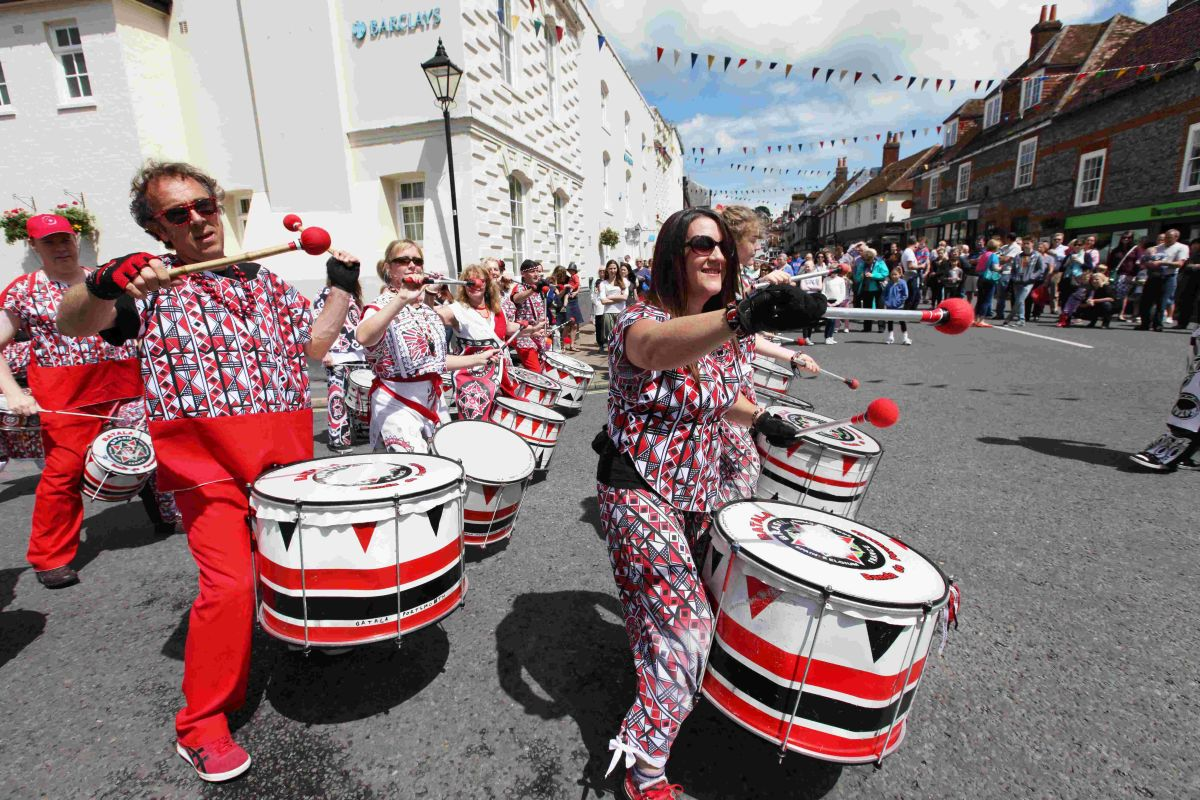 Thousands head to Bishop's Waltham for annual carnival