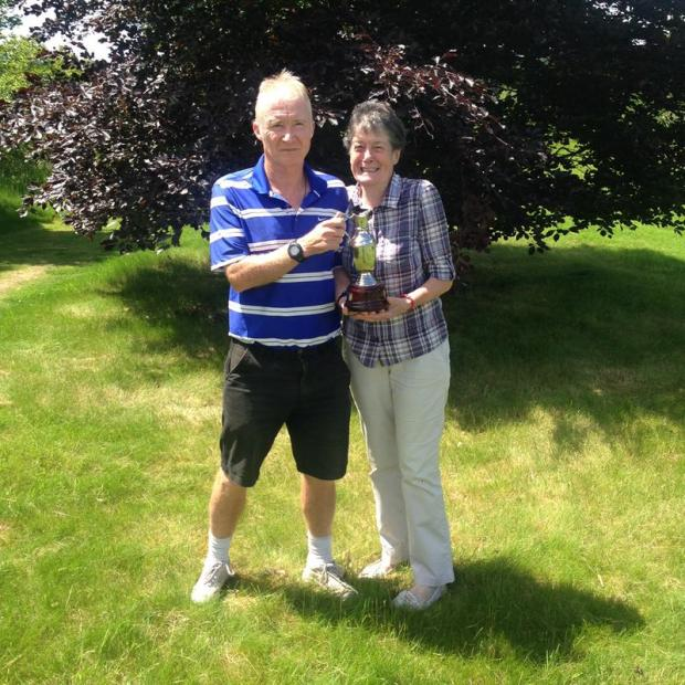 Basingstoke Gazette: Glennis and Dean take the Swappers