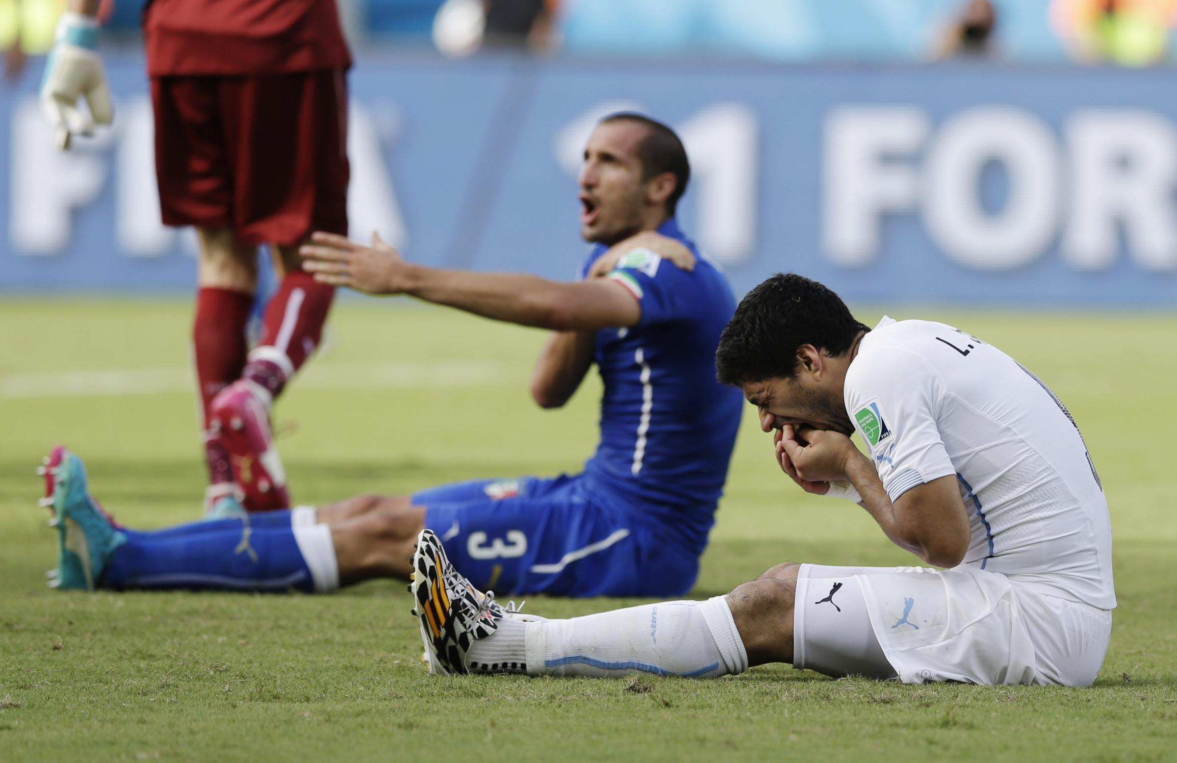 Suarez to miss Saints clash after FIFA ban him for biting