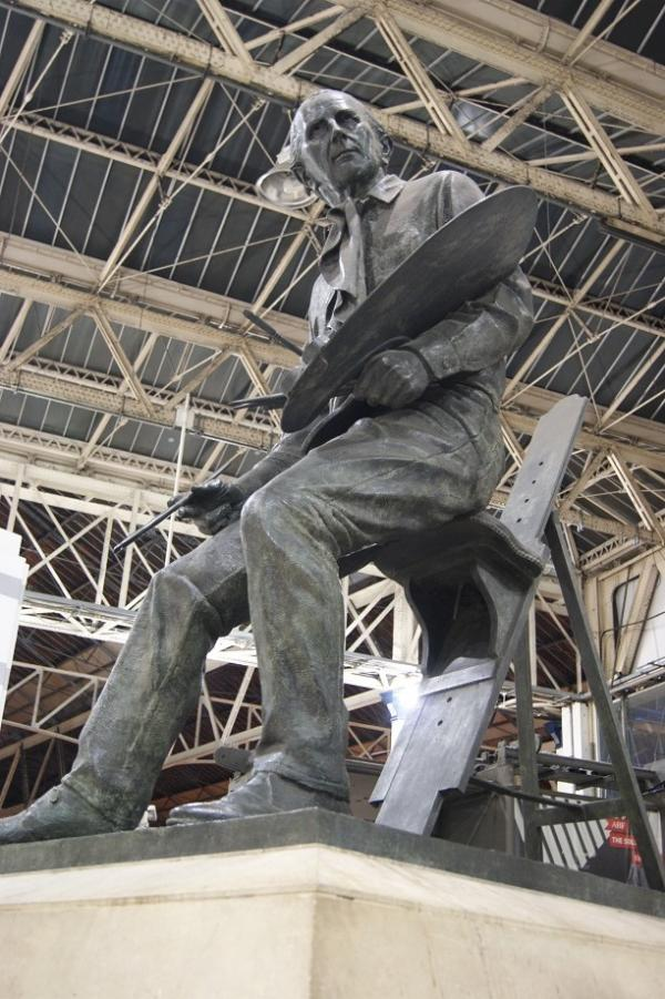 The statue of Cuneo at Waterloo Station