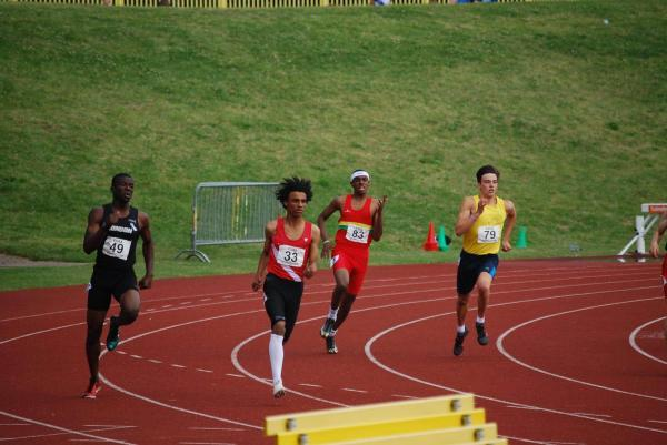 Basingstoke Gazette: Owen Richardson (number 33) powers to victory at the English Schools Championships