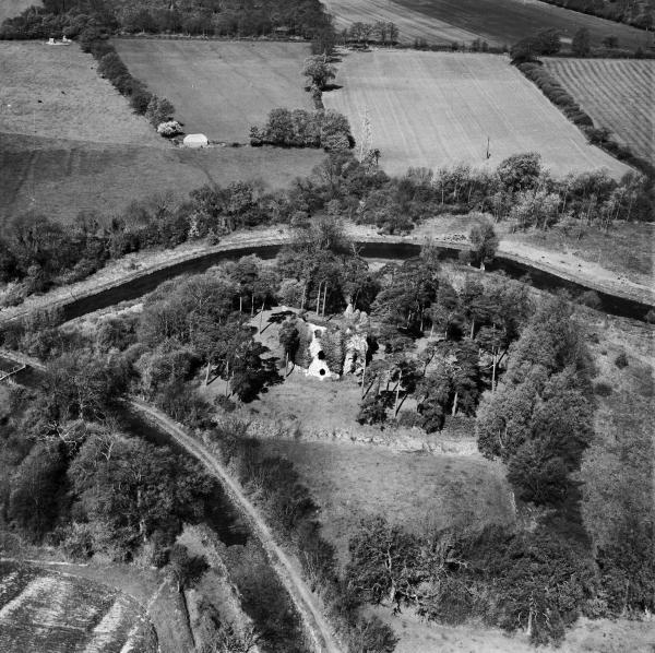 Britain from above - aerial photo shows an area of north Hampshire in 1949