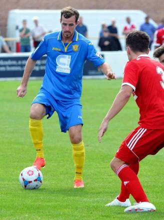 Shaun McAuley in action against Hemel Hempstead