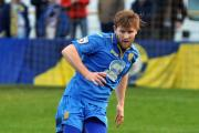 Left-back Tom Bird has become the third player to commit his future to Basingstoke Town