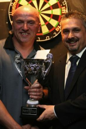 Colin Monk receives the Hampshire Open trophy