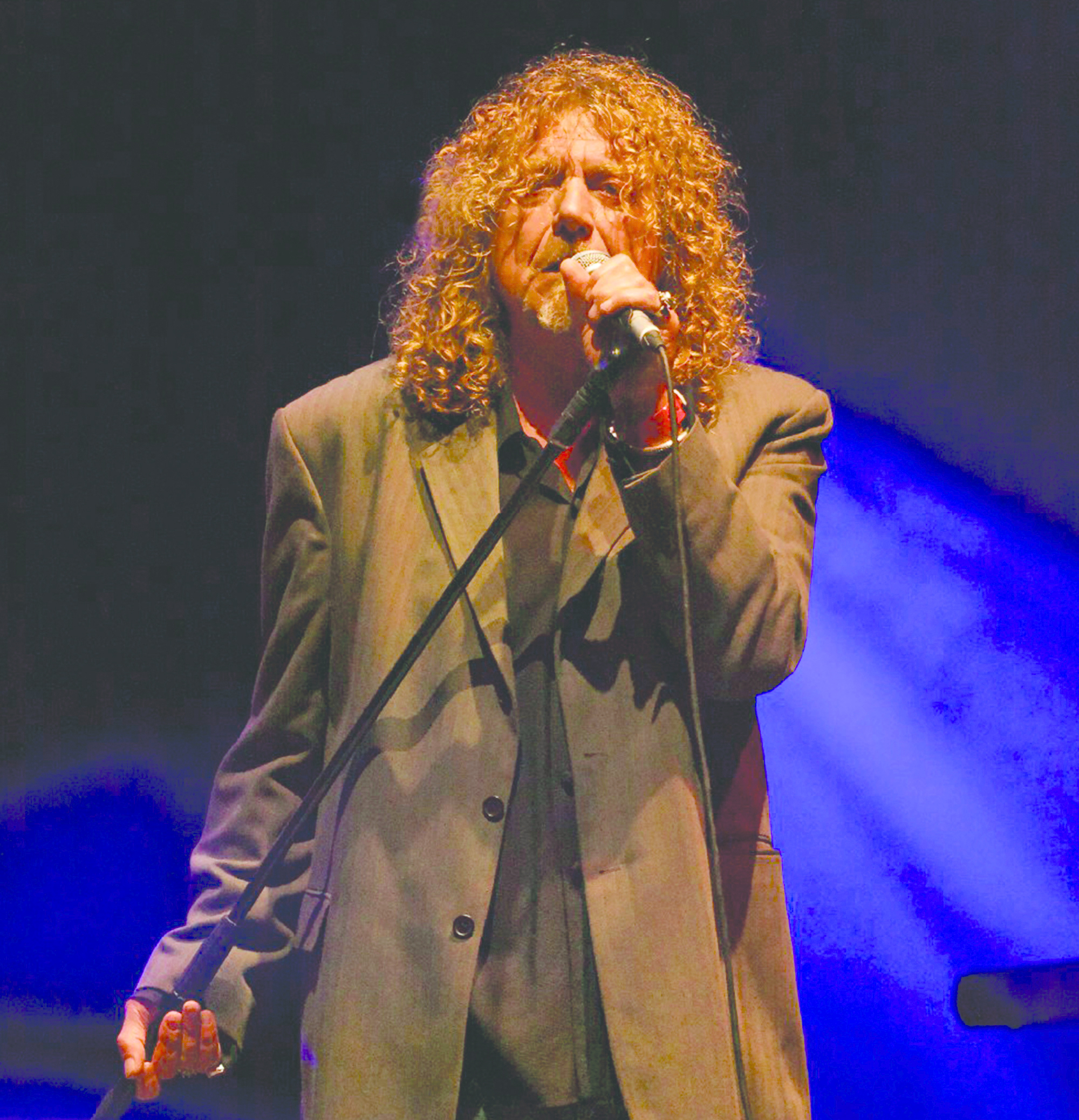 Robert Plant preforming at Fairport's Cropredy Convention in 2008